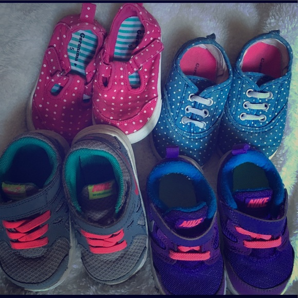 brand new 6b3ca f0d86 Girls Nike s and play shoes. M 5a5cf456a44dbed652344e56